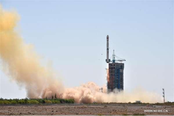 Il telescopio spaziale cinese HXMT in sella al vettore Long March-4B durante il lancio del 15 giugno 2017