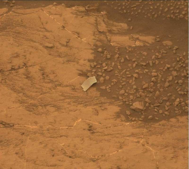 Lo strano oggetto fotografato da Curiosity il 13 agosto 2018