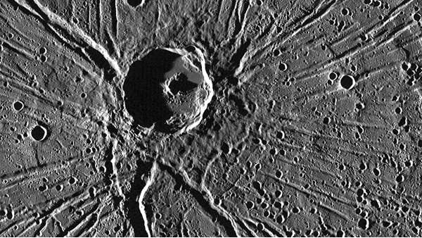 Mercurio: cratere Apollodorus e Pantheon Fossae ripresi da MESSENGER