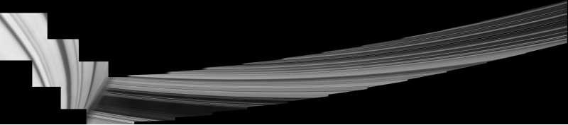 Saturno e gli anelli ripresi in un mosaico scattato dalla sonda Cassini il 28 maggio 2017, subito dopo il sesto passaggio ravvicinato attorno al pianeta