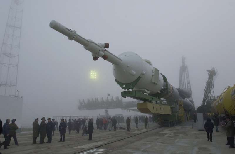 Soyuz tm 31 transported to launch pad resize