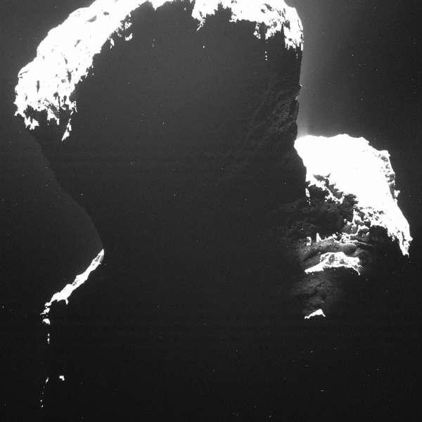 The dark side of the comet