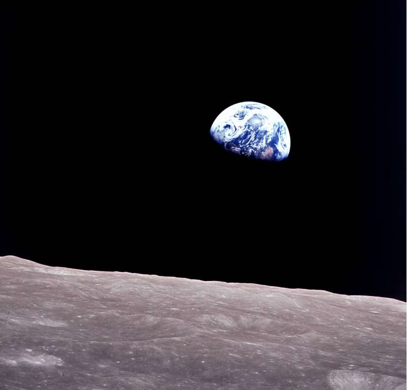 Apollo 8: scatto storico ripreso da Bill Anders mentre l'Apollo circumnavigava la Luna
