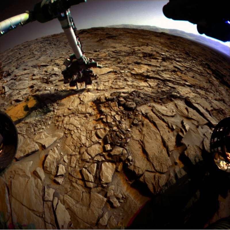 Curiosity Front Hazcam a colori sol 1321