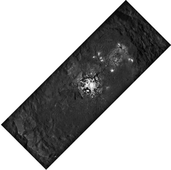 NASA Dawn - Cerere: cratere Occator, dettaglio 2x