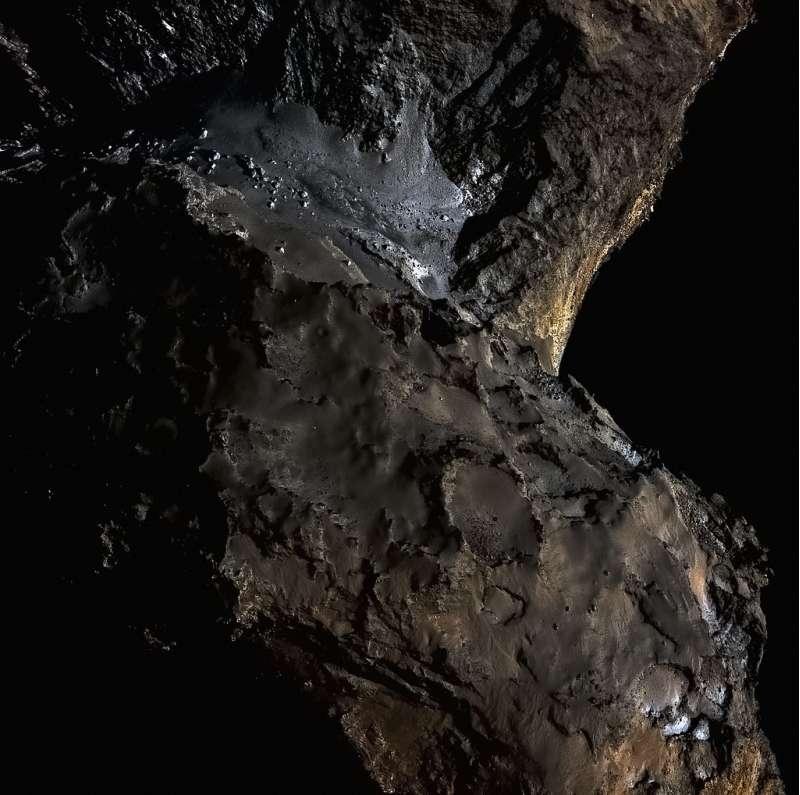 OSIRIS (Rosetta) - 67P 21 August 2014 (three bands at 989, 700, and 480 nm)