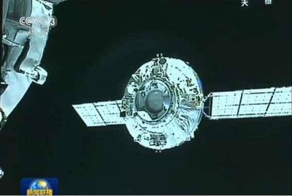 Tianzhou-1 docking
