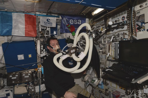 iss exp51 thomas during energy experiment