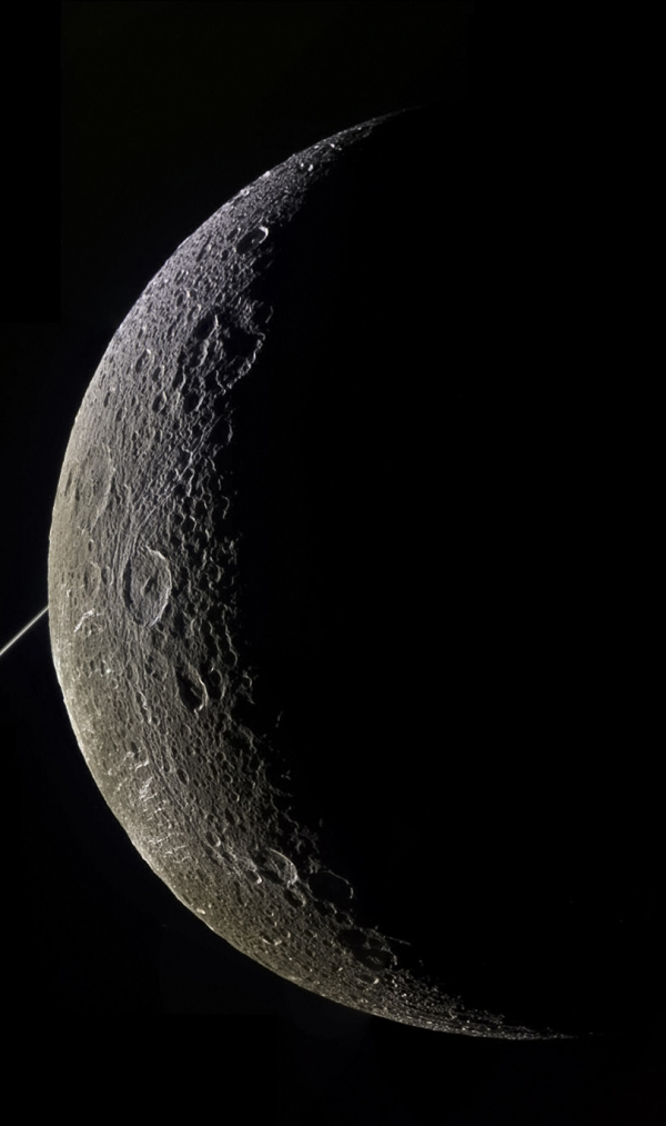 Dione on June 16, 2015 - ir grn uv (file originale https://flic.kr/p/uTiVBN)