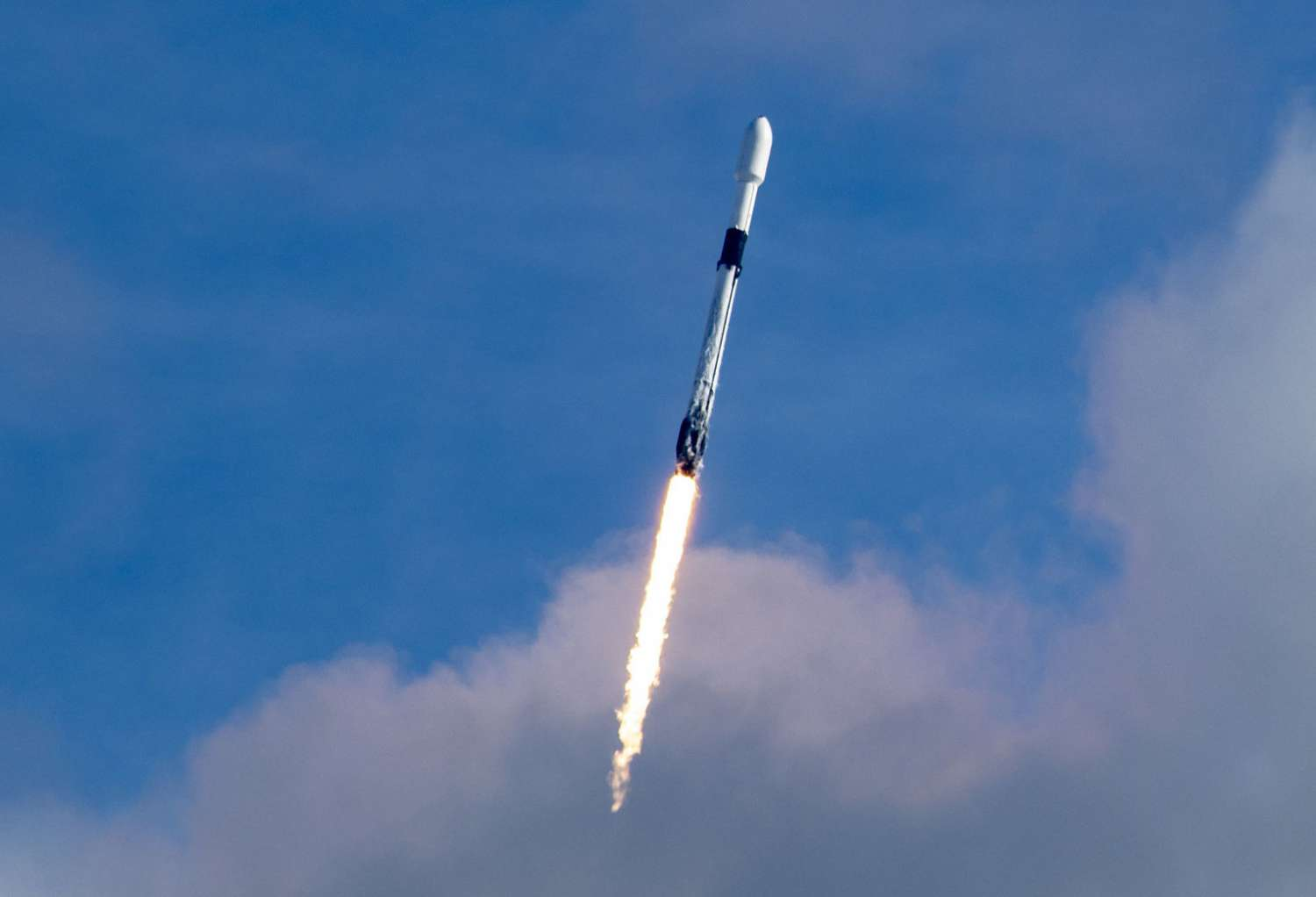 Un Falcon 9 da record: 143 satelliti in un colpo solo!