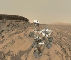 Curiosity selfie a Murray Buttes